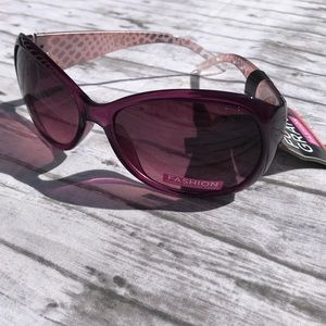 NWT Foster Grant Purple Sunglasses with Pouch